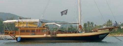 voilier itsaramai charter de profil